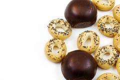 Smakliga autentiska nytt bakade brödbaglar och Royaltyfria Foton