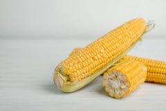 Smakliga majsmajskolvar på arkivbilder
