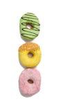 Smakliga och trevliga isolerade donuts i linje Fotografering för Bildbyråer
