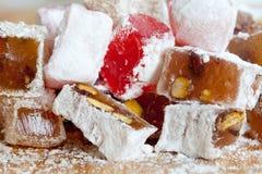 Smakliga orientaliska sötsaker söt lokum för turkisk fröjd för matvaruaffär Arkivfoto