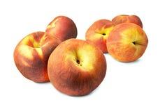 Smakliga saftiga persikor på en vit bakgrund Royaltyfria Bilder
