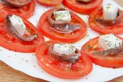 Smakliga tomatskivor med ost Fotografering för Bildbyråer