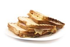 Smakliga tosts på en platta Arkivfoto