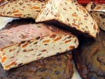 Smakligt bröd med frukter, Litauen royaltyfri bild