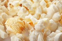 Smakligt popcorn, closeup royaltyfri foto