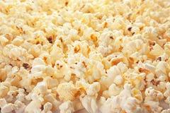 Smakligt popcorn, closeup royaltyfri fotografi