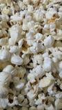 Smakligt rimmat popcorn fotografering för bildbyråer