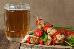 Smakosz chiken kebabu skewer grilla mięso dalej zdjęcie stock