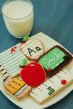 Smakowici ciastka z kształtem szkolny materiał Fotografia Stock
