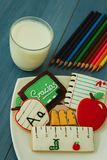 Smakowici ciastka z kształtem szkolny materiał Fotografia Royalty Free