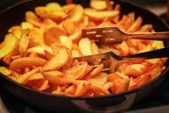 Smakowici crispy smażący kliny grula zdjęcie royalty free