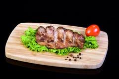 Smakowici piec na grillu ziobro na sałata liściu Obrazy Royalty Free