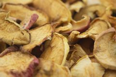 Smakowici wysuszeni jabłko plasterki zdjęcie royalty free