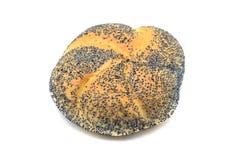 Smakowita makowego ziarna chlebowa rolka na białym odosobnionym tle Fotografia Stock