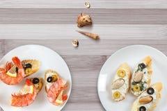 Smakowite różnorodne włoch kanapki z owoce morza obrazy royalty free
