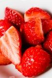 Smakowite truskawki gotowe jeść - Zachwyca w czerwieni zdjęcia stock