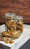 smakowity cukierki i zdrowi przekąska orzechy włoscy w szkle Zdjęcie Stock