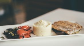 Smakowity gość restauracji w cukiernianym lunchu zdjęcie stock