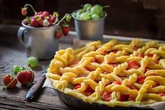 Smakowity i aromatyczny kulebiak z świeżymi jagodowymi owoc obraz royalty free