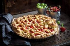 Smakowity i aromatyczny tarta z świeżymi jagodowymi owoc zdjęcia royalty free