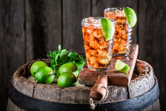Smakowity Long Island napój z wapnem i lodem Zdjęcie Stock
