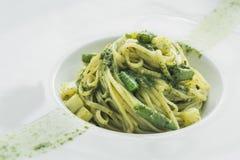 Smakowity makaron z asparaguson Zdjęcie Royalty Free