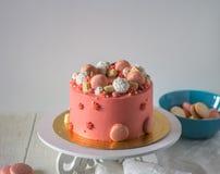 Smakowity menchia tort z macarons Fotografia Stock