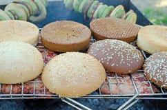 Smakowity mięso z babeczkami na grillu Fotografia Stock