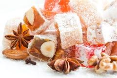 Smakowity orientalny cukierki lokum z sproszkowanym cukierem Obrazy Royalty Free