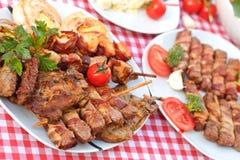 Smakowity posiłek - piec na grillu mięso Fotografia Stock