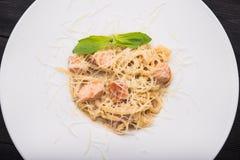 Smakowity włoski makaron z basilem Obraz Royalty Free
