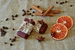 Smaksatt tvål för kanel och för kaffe Arkivfoto
