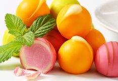 Smaksatta brända mandlar för frukt Fotografering för Bildbyråer