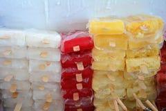 Smaksatta fryste glassstänger/isglassar Royaltyfri Fotografi