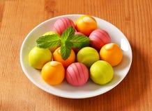 Smaksatta konfektar för frukt Arkivbild