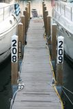 Smal Bootdok bij Jachthaven Royalty-vrije Stock Foto's