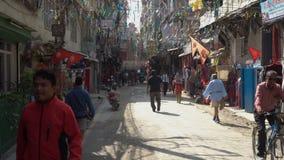 Smal gata av Katmandu arkivfilmer