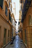 Smal gata Grekland Korfu för gammal stad Arkivbilder