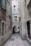 Smal gata i den gammala townen för Split Royaltyfri Foto