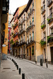 Smal gata i Madrid Arkivfoto