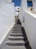 Smal gata med trappa Arkivbilder