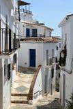 Smal gata och bana i Frigiliana, spansk vit by Andalusia Arkivbild