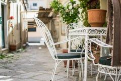 Smal gata på Korfu Royaltyfri Foto