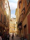 Smal gränd av Nice i sydliga Frankrike Fotografering för Bildbyråer