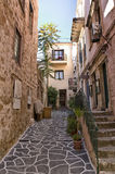 Smal gränd i Chania, Kreta Royaltyfri Fotografi