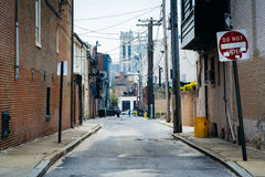 Smal gränd i Midtown-Belvederen, Baltimore, Maryland fotografering för bildbyråer