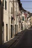 Smal gränd i stadsmitten av kommunen av Lastra en Signa fotografering för bildbyråer