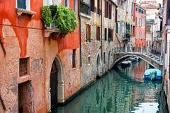 Smal kanal av Venedig arkivfoto