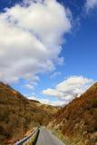 smal väg för berg Arkivfoton
