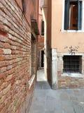 smal walkway Arkivbild